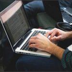 ノートPCのタッチパッドに手が当たって誤作動に悩んでるあなた!これで解消できます